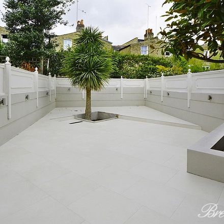 Rent this 5 bed house on 20 Parsons Green in London SW6 4TS, United Kingdom