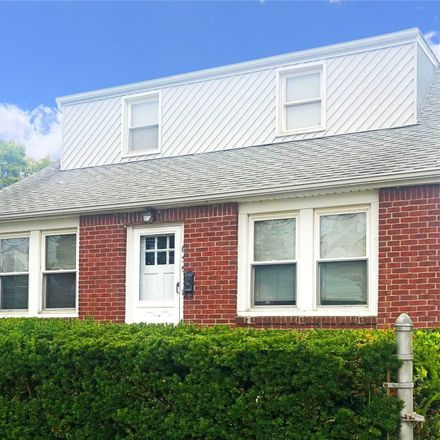 Rent this 3 bed house on 635 Vernon Avenue in North Bellmore, NY 11554