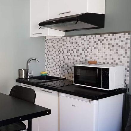 Rent this 7 bed room on Zielona 27 in 90-602 Łódź, Polska