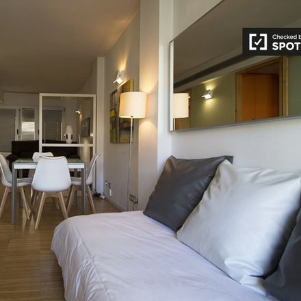 Rent this 2 bed apartment on Banco Sabadell in Calle del Duque de Alba, 4