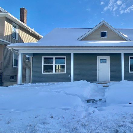 Rent this 3 bed house on 729 Grant Street in Bettendorf, IA 52722