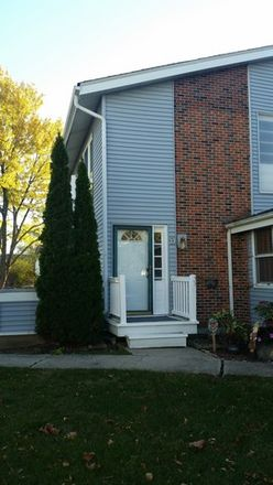 Rent this 2 bed townhouse on 330 Hampton Court in Bloomingdale, IL 60108