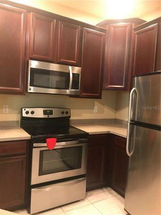 Rent this 3 bed condo on Parkridge Cir in Bradenton, FL