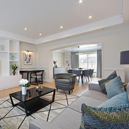Rent this 3 bed apartment on Jeroboams in Pont Street, London SW1X 9EH