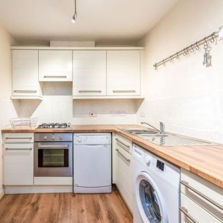 Rent this 2 bed apartment on Raploch Road in Stirling FK8 1TJ, United Kingdom