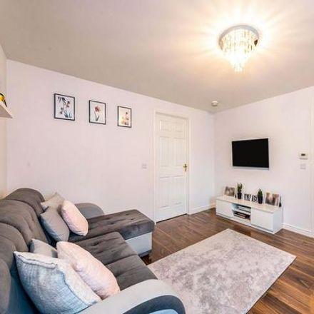 Rent this 3 bed house on Drysdale Avenue in Stenhousemuir FK5 4XQ, United Kingdom