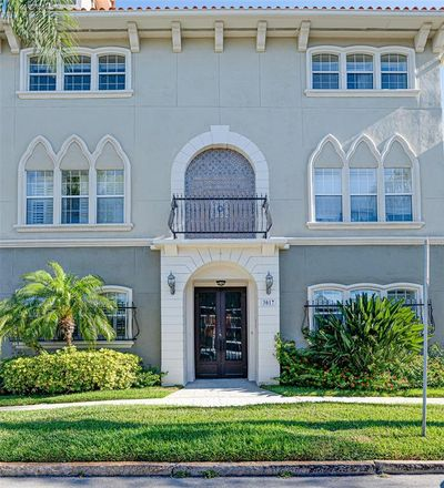 Rent this 3 bed condo on W Bay View Ave in Tampa, FL