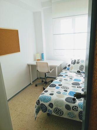 Rent this 6 bed room on 41927 Mairena del Aljarafe