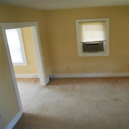 Rent this 2 bed house on 1520 Columbia Avenue in Fort Wayne, IN 46805