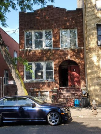 Rent this 6 bed townhouse on 1059 Ward Avenue in New York, NY 10472