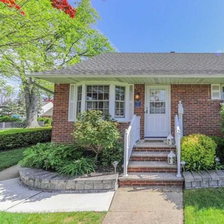 Rent this 3 bed house on 2 East Forest Place in Rochelle Park, NJ 07662
