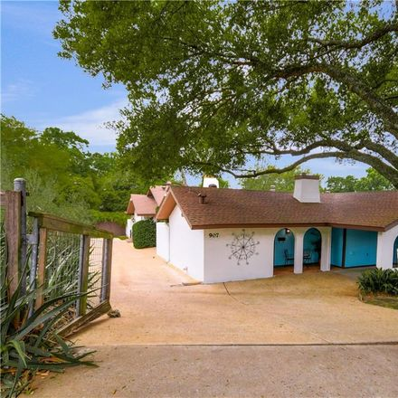 Rent this 2 bed duplex on 907 East Live Oak Street in Austin, TX 78704