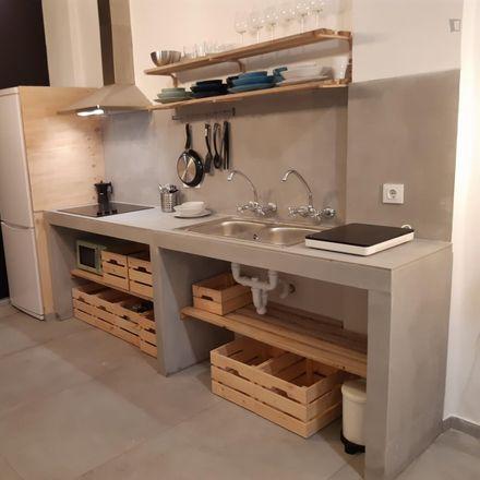 Rent this 4 bed room on Mercadona in Carrer de José Aguilar, 46022 Valencia