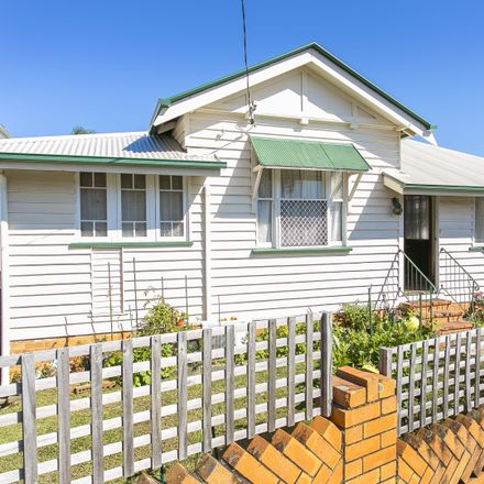 Rent this 4 bed house on 155 Annerley Road