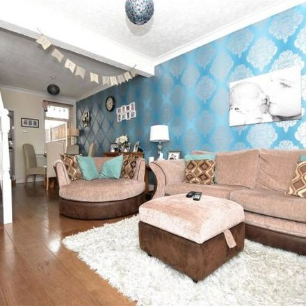 Rent this 2 bed house on ChipsAway in Barham Road, Dartford DA1 1XG