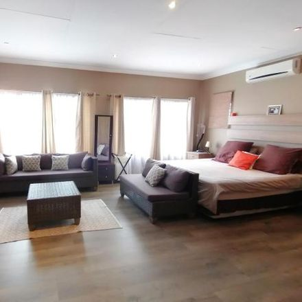 Rent this 5 bed house on Standard Bank in South Street, Tshwane Ward 57