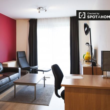 Rent this 2 bed apartment on Avenue des Anciens Combattants - Oud-Strijderslaan 80 in 1140 Evere, Belgium