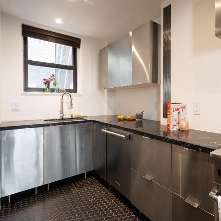 Rent this 3 bed condo on 135 West 58th Street in New York, NY 10019