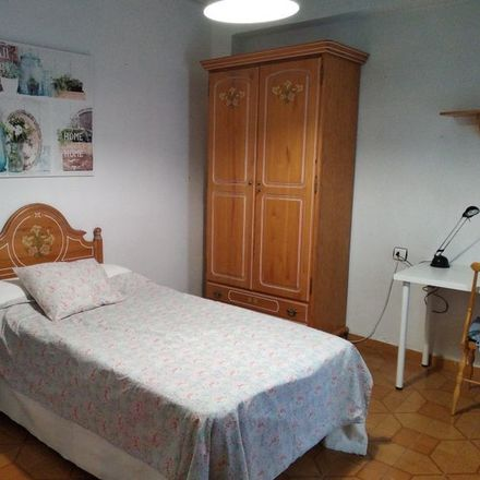 Rent this 5 bed room on Calle Mariano Ruiz Funes in 30007 Murcia, España