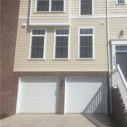 Rent this 3 bed condo on E 86th St in Cleveland, OH