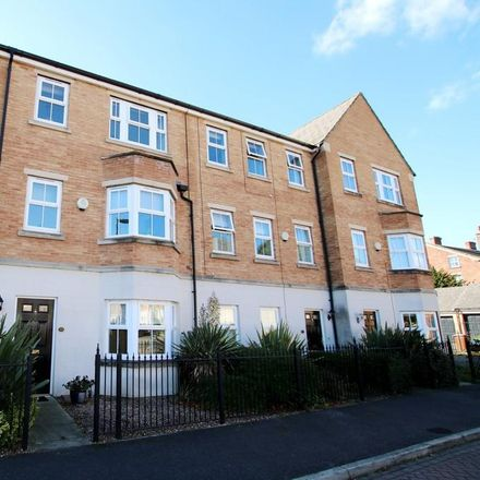 Rent this 4 bed house on 11 Tuke Grove in Wakefield WF1 4DJ, United Kingdom