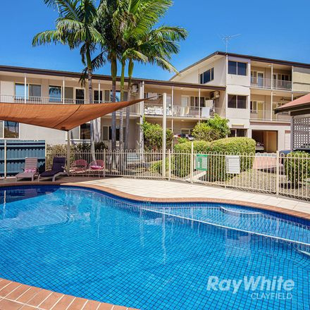 Rent this 3 bed apartment on 4/483 Sandgate Road