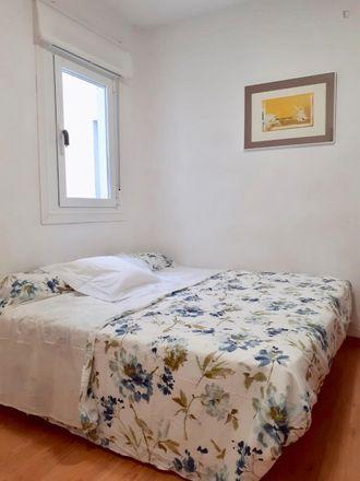 Rent this 2 bed room on Calle de Menorca in 52, 28001 Madrid