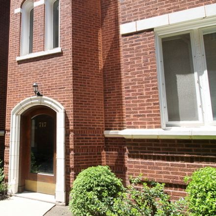 Rent this 3 bed townhouse on 717 Washington Boulevard in Oak Park, IL 60302