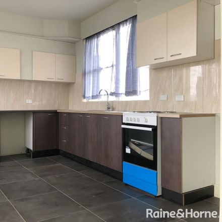 Rent this 5 bed house on 13 Hezlet Street