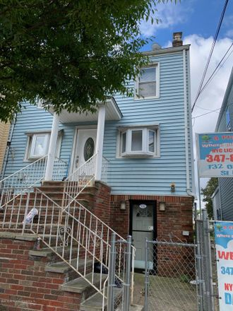 Rent this 3 bed house on 132 Osgood Avenue in New York, NY 10304