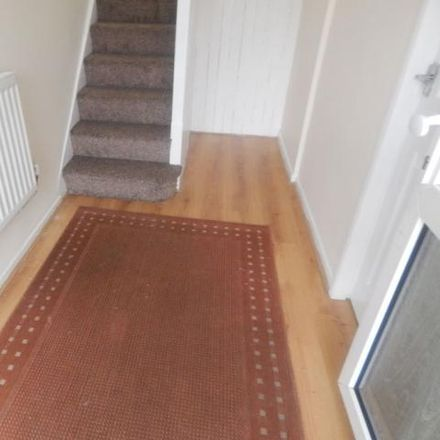 Rent this 3 bed house on River Way in Luton, LU3 2SE