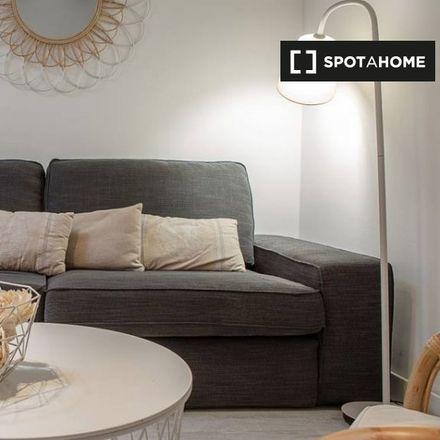 Rent this 2 bed apartment on Gran Vía Capital in Calle de los Tudescos, 28001 Madrid