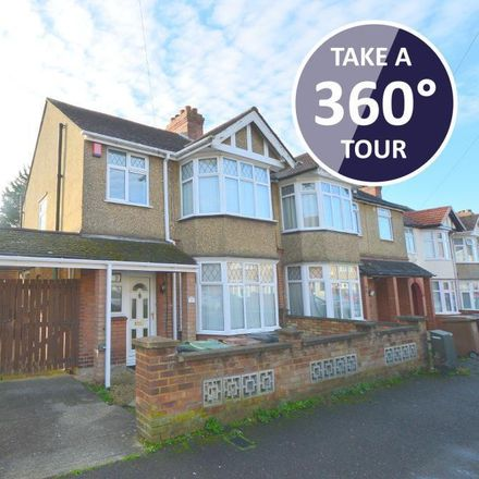 Rent this 3 bed house on Norfolk Road in Luton LU2 0RE, United Kingdom