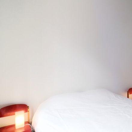 Rent this 2 bed apartment on Rue Félix Bovie - Félix Boviestraat 16B in 1050 Ixelles - Elsene, Belgium