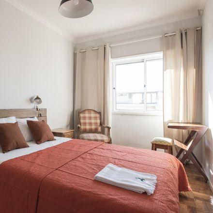 Rent this 2 bed room on Rua Jorge Álvares in 1400-191 Lisbon, Portugal