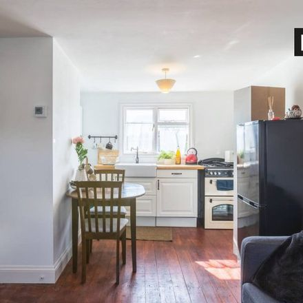 Rent this 1 bed apartment on London N15 3AL
