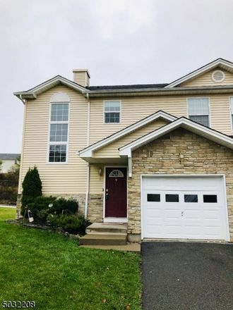 Rent this 3 bed townhouse on Brookview Ct in Waldwick, NJ