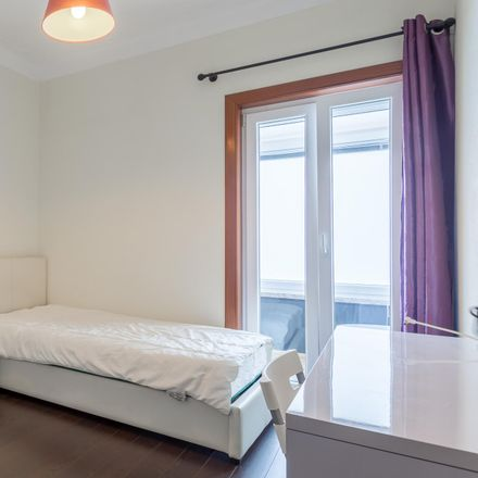 Rent this 5 bed room on Rua Engenheiro Frederico Ulrich in 4475-714 Castêlo da Maia, Portugal
