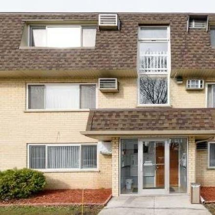 Rent this 1 bed condo on Briar Court in Riverview, Des Plaines