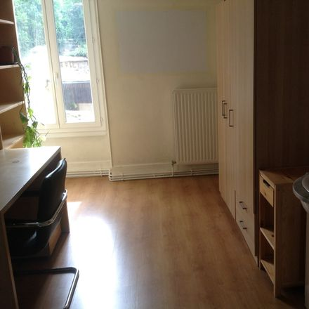 Rent this 4 bed room on 15 Rue de Pontoise in 95000 Cergy, France