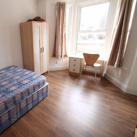 Rent this 4 bed house on Mill Avenue in London UB8 2QL, United Kingdom