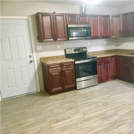 Rent this 3 bed apartment on 2 Courtland Street in Middletown, NY 10940