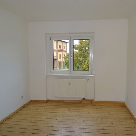 Rent this 4 bed apartment on Markgrafenweg 37 in 06618 Naumburg (Saale), Germany