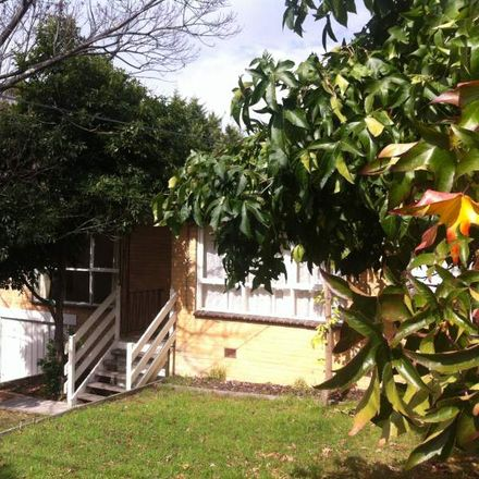 Rent this 3 bed house on 2 Lindsay Street