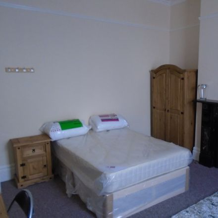 Rent this 11 bed room on Connaught Ave in Plymouth PL4 7BY, UK