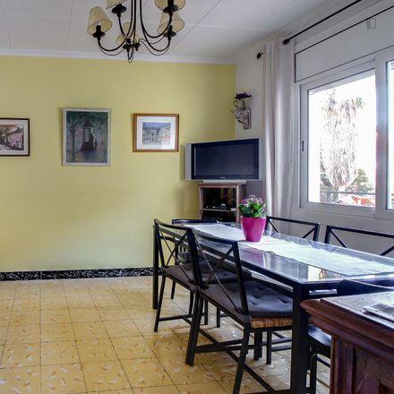 Rent this 3 bed room on Carrer de Fastenrath in 08023 Barcelona, Spain