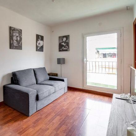 Rent this 3 bed room on Carrer de Luarca in 08906 l'Hospitalet, Spain