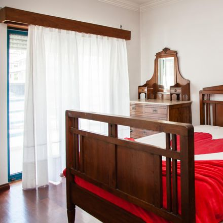 Rent this 3 bed room on Rua Miguel Torga in 3030-183 Santo António dos Olivais, Portugal
