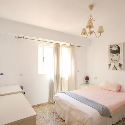 Rent this 3 bed apartment on APTC Bocatería - Cerveceria in Carrer de la Mare de Déu dels Desemparats, 13