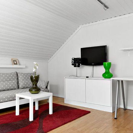 Rent this 5 bed apartment on Hulta kyrka in Hultabackegatan, 504 52 Borås